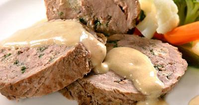 Мясо в луково-винном соусе