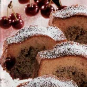 Маковый пирог с вишнями