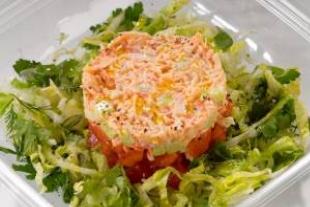 Салат из крабового мяса и огурцов