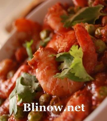 Креветки в томатном соусе с кинзой