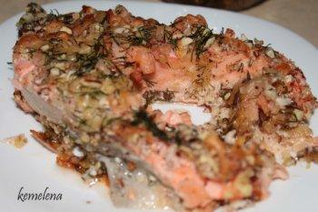 Форель с креветками под миндально-сырной корочкой