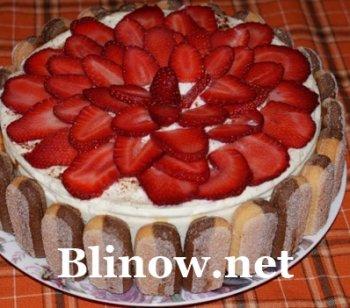 Воздушный торт с ягодами и изысканным творожным муссом