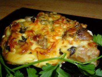 Мясо, запеченное с шампиньонами: особенности приготовления, рецепт.