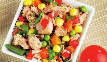 Салат из тунца и овощей «Вкусняшка»